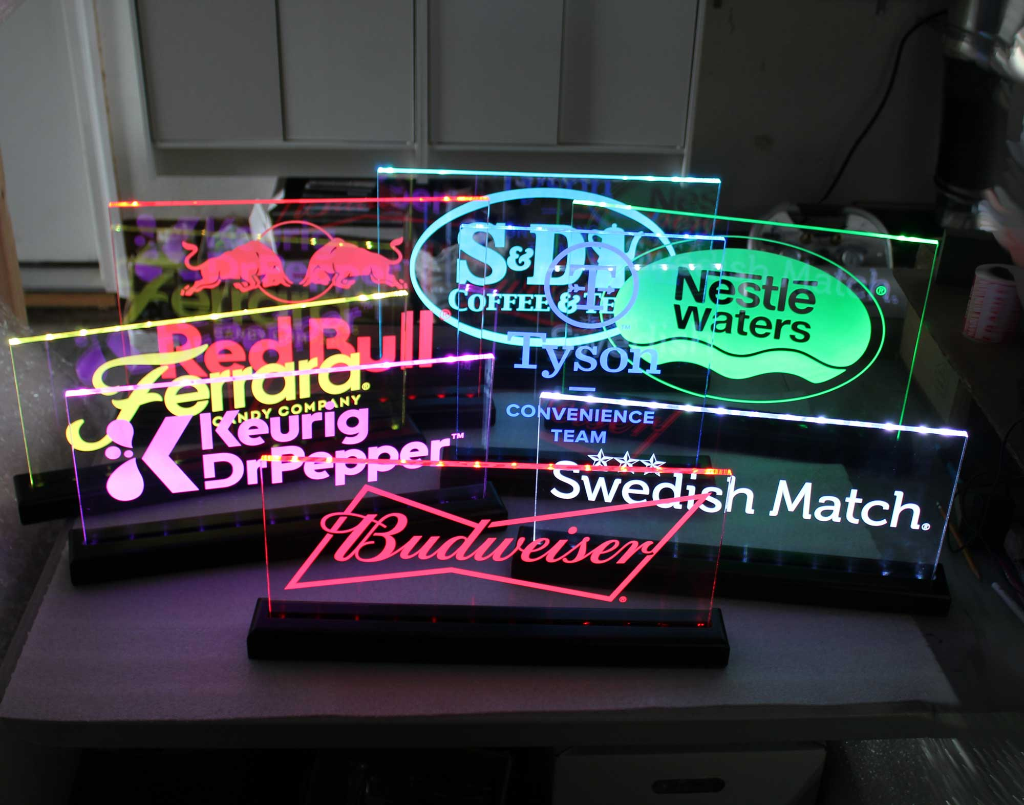 LED Awards, Trophies, Name Plates, Desk Signs, Rechargeable Battery Operated